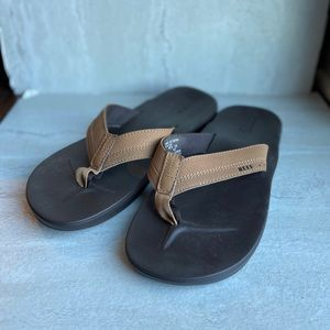 Reef brown two toned sandals flip flops size 10